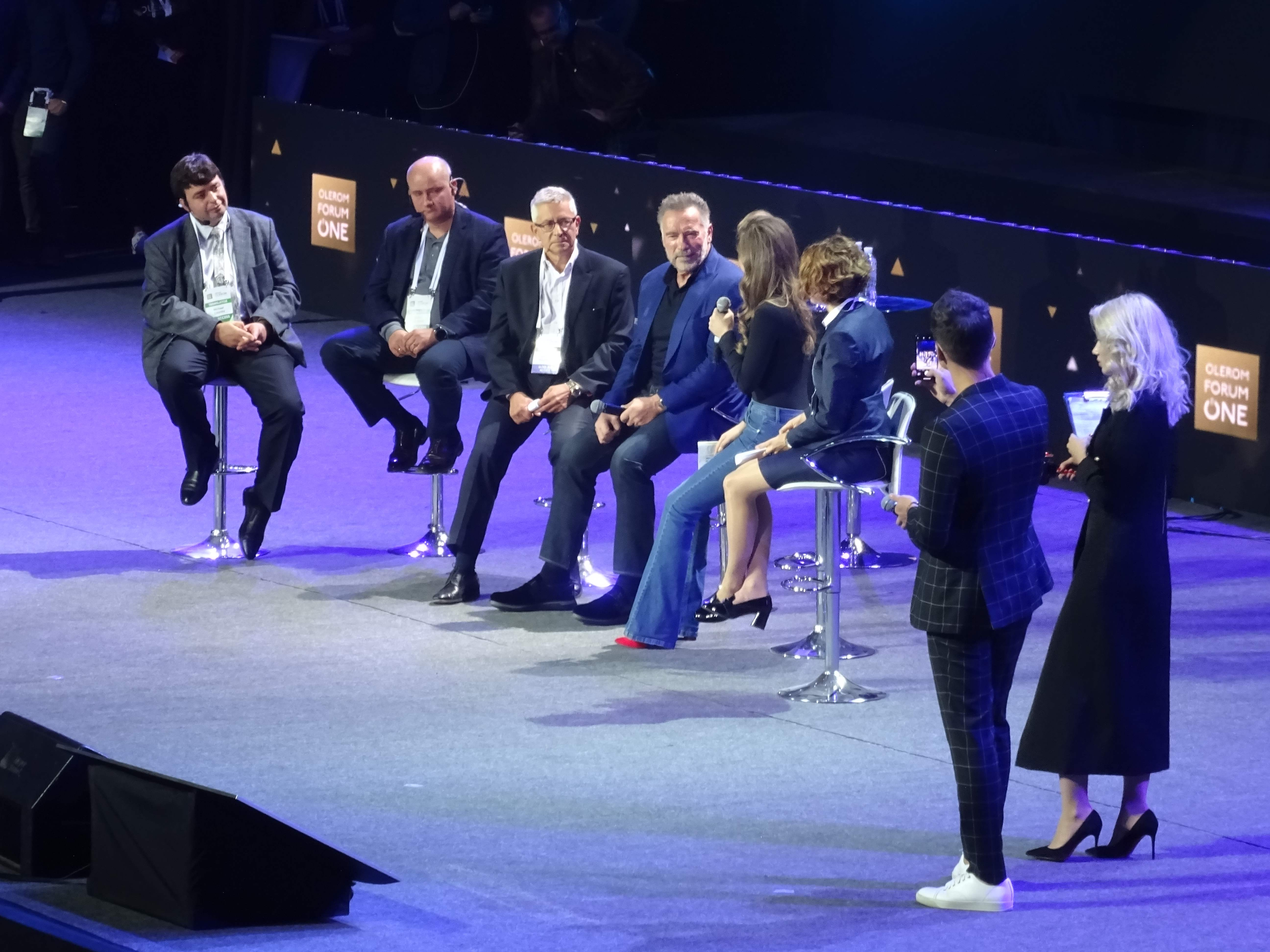 Olerom-Forum-2018-Kyiv-Ukraine-18-03-Arnold-Schwarzenegger-Gennady-Polonsky-Fashion-Models-DSC09520.jpg
